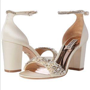 badgley mischka finesse heeled sandal ivory